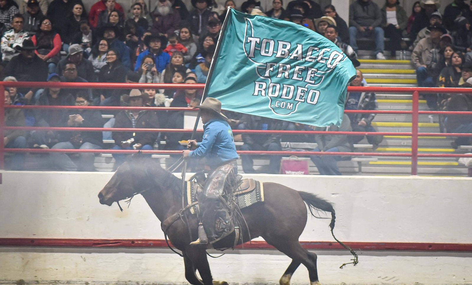 tobacco free rodeo flag runner